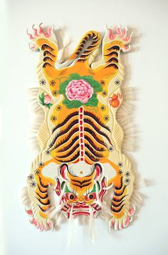 Boy Kong, a painter and muralist who resides in both Orlando and New York City, combines both traditional painting and street art to make absorbing three-dimensional work. Traditional Paintings, Traditional Art, Chinoiserie, Street Art, Tiger Rug, Instalation Art, Tibetan Art, Art Design, Community Art