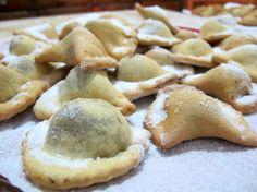 Molise - Caggionetti di ceci - doci natalizi - Gli ingredienti della sfoglia ... Gli ingredienti per il ripieno di ceci:  ceci - cacao amaro - miele  - mosto cotto- buccia grattugiata d'arancia - cannella. Mettete in ammollo i ceci ...  aggiungete semplice zucchero bianco ... http://www.visitterredeitrabocchi.it/le-dolci-ricette-di-natale-i-caggionetti/