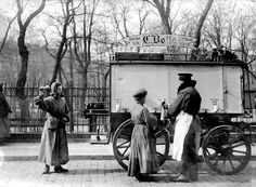"Berlin, Mitte - traditional milk-merchant ""Bolle"", 1915"
