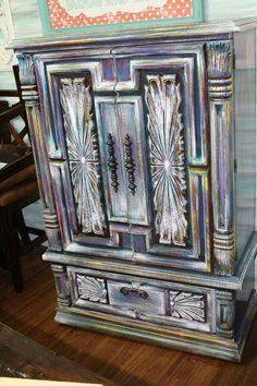 Idee per mobili funky – Recycled Furnitures Ideas Hand Painted Furniture, Funky Furniture, Refurbished Furniture, Paint Furniture, Repurposed Furniture, Furniture Projects, Furniture Makeover, Furniture Cleaning, Furniture Movers