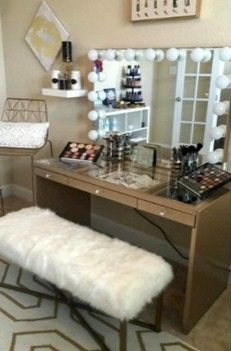 When decorating the home, especially for bedroom and dressing rooms, it is important to pay attention to all elements. In this case, makeup room ideas become another vital point. This all about make room decor ideas for your inspiration. Diy Vanity Mirror, Makeup Table Vanity, Vanity Room, Vanity Ideas, Vanity Tables, Makeup Vanities, Cheap Vanity, Makeup Desk, Makeup Tables