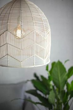 Basket Lighting - Honestly WTF - - I am happy to say I have a new lighting obsession. The more and more I see cane, wicker, woven Abaca, and rattan basket lighting, the more I find myself trying to figure out how…. Led Deckeneinbauleuchten, Rattan Pendant Light, Rattan Light Fixture, Pendant Chandelier, Diy Luminaire, Basket Lighting, Rattan Basket, Rattan Lamp, Wicker Lamp Shade