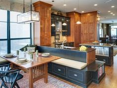 The Drury Design interior design portfolio showcases over 35 years of kitchen and bath design and luxury home remodeling. Kitchen Booths, Small Kitchen Tables, Kitchen Seating, Kitchen And Bath, New Kitchen, Kitchen Decor, Kitchen Ideas, Kitchen Nook, Design Kitchen