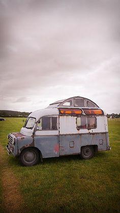 Motorhome with an observation top pretty kool! Bus Camper, Camper Trailers, Mini Camper, Classic Campers, Old Campers, Vintage Travel Trailers, Vintage Campers, Cool Vans, Vintage Vans