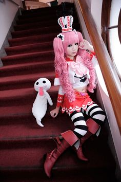Omgoodnes. This  Perona cosplay is perfect.