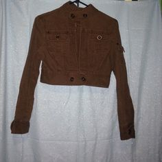 STAR JEANS MEDIUM BROWN CROP JACKET 100% cotton 2 front pocket and one pocket on sleeve and it is long sleeved