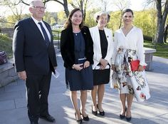 8 May 2017 - Crown Princess Victoria visits Waldemarsudde Art Museum - clutch by Stella McCartney