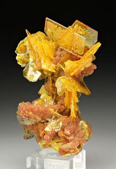 Beautiful specimen of Wulfenite with Mimetite