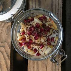 """Totaler Hype, wer hat noch nicht davon gehört? Overnight oats sind """"das Frühstück"""" nach den grünen Smoothies, supergesund, supereinfach und superschnell gemacht. Auch ich bin neugrierig…"""