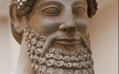 Antica Grecia: andare dal barbiere Fu nell'Antica Grecia che nacquero i primi barbieri, negozi in cui ci si curava facendosi barba e capelli e in cui ci si ritrovava fra uomini per scambiarsi pensieri su politica e filosofia. In pratic #anticagrecia #barbiere #mestieri