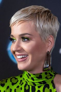 Today we have the most stylish 86 Cute Short Pixie Haircuts. Pixie haircut, of course, offers a lot of options for the hair of the ladies'… Continue Reading → Pixie Haircut Styles, Pixie Bob Haircut, Short Pixie Haircuts, Short Hair Cuts, Katy Perry, Ash Blonde Hair, Ombre Hair, Haircut For Older Women, Hair Today