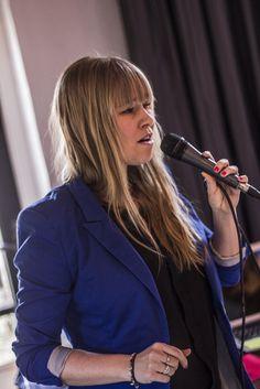 Dj met zangeres! Meer info? Zie http://www.17sounds.nl