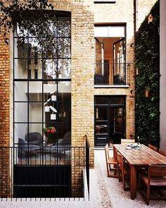 How gorgeous is this townhouse's courtyard! Love the soft tone of the brickwork…