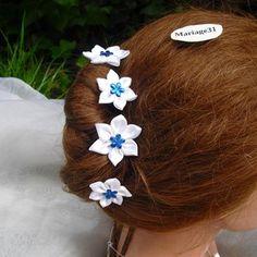 4 pics cheveux fleurs satin blanc/bleu roi