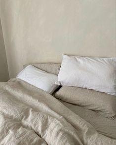 Cozy Bedroom, Bedroom Inspo, Dream Bedroom, Bedroom Decor, Minimalist Room, Aesthetic Bedroom, White Aesthetic, Aesthetic Korea, Home Interior