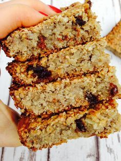 Eat Healthy Simple and clean flapjack, vegan, no refined sugars,no dairy, just pure deliciousness - Hedi Hearts - Clean and simple flapjack recipe for moist and delicious flapjacks which the all family will love Vegan Snacks, Healthy Desserts, Vegan Recipes, Cooking Recipes, Healthy Baking, Healthy Treats, Healthy Oat Bars, Eat Healthy, Clean Eating Recipes