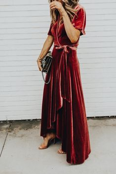 What to Wear to a Fall Wedding Red velvet dress, robe style dress, red velvet robe dress – perfect for fancy or casual wear, could be dressed up or down; looks comfortable enough to wear around the house. Mode Chic, Mode Style, Look Fashion, Autumn Fashion, Womens Fashion, Dress Fashion, Fashion Heels, Holiday Fashion, Couture Fashion