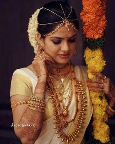 Mandate Neck Pieces To Ace That Bridal Look Kerala Hindu Bride, Kerala Wedding Saree, Indian Bridal Sarees, Indian Bridal Wear, Saree Wedding, Kerala Saree, Wedding Bride, Wedding Prep, Bridal Lehenga