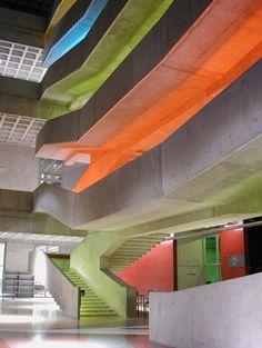 Le Centre national de la danse accueille la seconde Biennale Déco & Création d'art de Pantin.  mise en lumière: atelier H. Audibert http://atelierherveaudibert.com/
