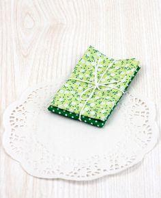 stoffe di cotone colorate 2  verde scuro a pois e di ilgattogoloso, €3.50