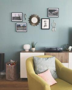 Dix blue farrow and ball couleur du mur du fond ++ Farrow Ball, Dix Blue Farrow And Ball, Bedroom Green, Bedroom Colors, Farrow And Ball Living Room, Oval Room Blue, Couple Room, Woman Bedroom, Bedroom Boys