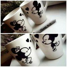 Mickey and Minnie Sharpie Mugs Sharpie Projects, Sharpie Crafts, Diy Sharpie Mug, Craft Projects, Craft Gifts, Diy Gifts, Disney Mugs, Mug Art, Painted Mugs