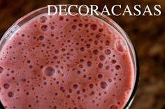 Receita de smoothie de  frutas vermelhas : light, rápido e fácil de fazer em casa. Pode ser incluído na Dieta Dukan. Confira todos os ingredientes na postagem de Flávia Ferrari para o DECORACASAS.