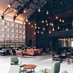 Repost @lobeholdgroup A beautiful shot of @thewarehousehotel's lobby by @buro247singapore's Senior Lifestyle Editor, @denise.kok. Thank you for the feature on #thewarehousehotel, now up on www.buro247.sg! #thewarehousehotel #lobeholdgroup#prostoria #desingn#furniture