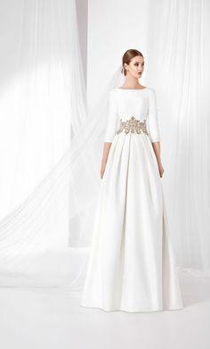 Vestido de novia en falla de estilo Real con falda de tablones 17b378f7d329