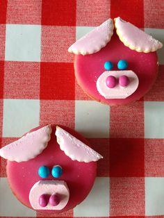 Traktatie: feestvarkentjes van roze koek (mini), likkoekje, smarties en mini schuimblokjes