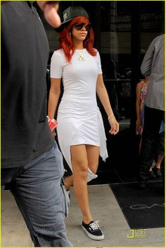 Rihanna wearing her Vans Authentic in black. These would look sick with that #Diamond #SneakerRing