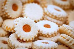 Sablé (Recipe filled with Goodness) these reminds me of mum :) Lebanese Desserts, Lebanese Cuisine, Lebanese Recipes, Arabic Dessert, Arabic Sweets, Arabic Food, Sable Recipe, No Bake Desserts, Dessert Recipes