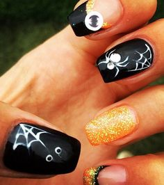 Manicura para Halloween con arañas