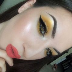 Yellow eyeshadow using NYX Ultimate Brights