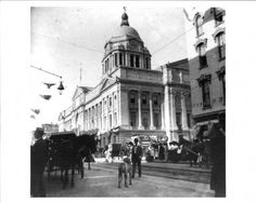 Photograph taken between 1902 and 1908 of the Allen County Courthouse, Fort Wayne, Indiana with street activity.