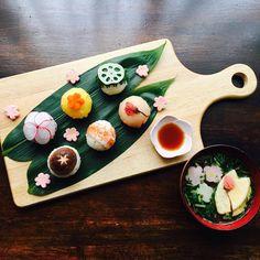 ホームパーティーに、休日ごはんにぴったり。人気の手まり寿司スタイリング | おうちごはん Japanese Food, Japanese Recipes, Japanese Style, Bento Box, Sashimi, Dessert Recipes, Desserts, Easy Meals, Food And Drink