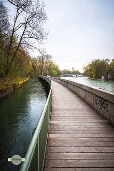 Runway - Ein langgezogener Gehweg an der Isar in München. A long walk on the river Isar at Munich.