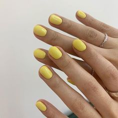 Want some ideas for wedding nail polish designs? This article is a collection of our favorite nail polish designs for your special day. Funky Nails, Cute Nails, Pretty Nails, My Nails, Minimalist Nails, Nail Swag, Nail Polish, Dream Nails, Yellow Nails
