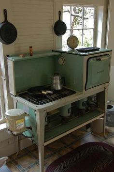 The women working day after day.the foods cooked.the lives lived.if that old stove could talk I would be listening. Antique Kitchen Stoves, Antique Stove, Old Kitchen, Kitchen Ideas, Kitchen Stuff, Kitchen Unit, Vintage Oven, Vintage Cooking, Vintage Kitchen