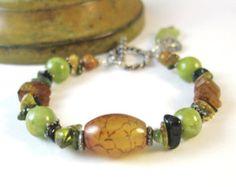 Pulsera de cuero verde nudos pulsera de por JanetMiriamDesigns