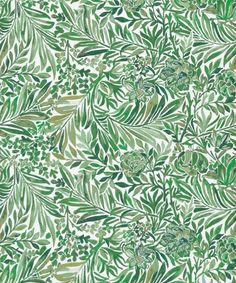 Wallace Secret Garden papel tapiz Un hermoso fondo de pantalla con un diseño de hojas y ramas entrelazadas impresas florales en tonos de verde hierba fresca en una planta de color blanquecino. En el centro del diseño es una impresión original Morris llamado 'Larkspur', un diseño codiciado, creado por primera vez en 1872 y repintado aquí en una repetición ligeramente diferente para parecerse a un jardín descuidado.