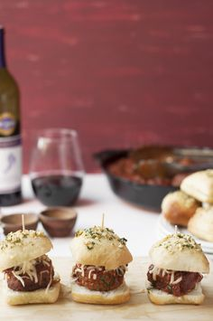 Barefoot Wine Cabernet Sauvignon Meatball Sliders are the perfect hearty slider. Made with tender beef and pork meatballs slow-cooked in a delicious sauce! Wine Appetizers, Yummy Appetizers, Appetizers For Party, Appetizer Recipes, Cabernet Sauvignon Recipes, Beef And Pork Meatballs, Meatball Sliders, Sammy, Wine Tasting Party