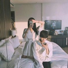 Image discovered by ㅇㅅㅇ. Find images and videos about love, style and couple on We Heart It - the app to get lost in what you love. Korean Couple, Best Couple, Couple Ulzzang, Ulzzang Korean Girl, Couple Aesthetic, Korean Aesthetic, Cute Couples Goals, Couple Goals, Ullzang Boys