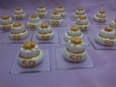 mini bolo para bodas de ouro! Pode haver modificações, como quantidade de andares do bolo, decoração.. Lembrancinhas para bodas de ouro, prata, 15 anos, etc.. R$ 3,50