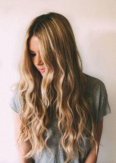 Coiffure cheveux longs ondulés