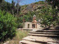 Tropical Terrace mansion ruins, Solstice Canyon, Malibu http://nobodyhikesinla.com/2010/07/13/solstice-canyon/