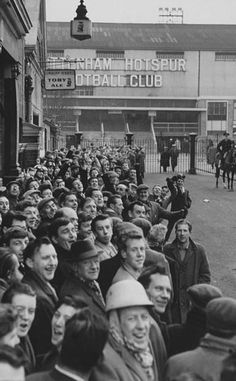 Spurs fans waiting to get into WHL Danny Miller, Tottenham Hotspur Football, London Pride, Spurs Fans, White Hart Lane, Soccer Kits, Leeds United, North London, Chelsea Fc