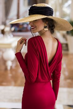 Dana backless red body dress Classy lady with backless red dress. Love the hat, too Classy Dress, Classy Outfits, Elegant Dresses Classy, Elegant Lady, Trendy Dresses, Red Backless Dress, Dress Red, Bodycon Dress, Classy Women
