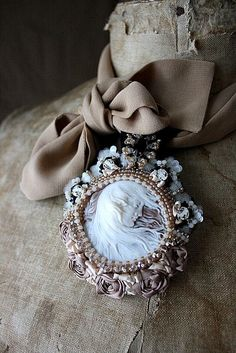 Cameo surrounded by taupe pearls and rosettes on unbleached muslin. Shabby, Girly Girl, Estilo Lady Like, Vintage Accessoires, Cameo Jewelry, Jewellery, Beaded Embroidery, Bunt, Comfort Colors