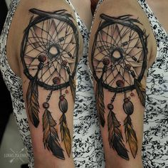 Sketch work style dreamcatcher on the upper arm/shoulder. Tattoo artist: Łukas Zglenicki